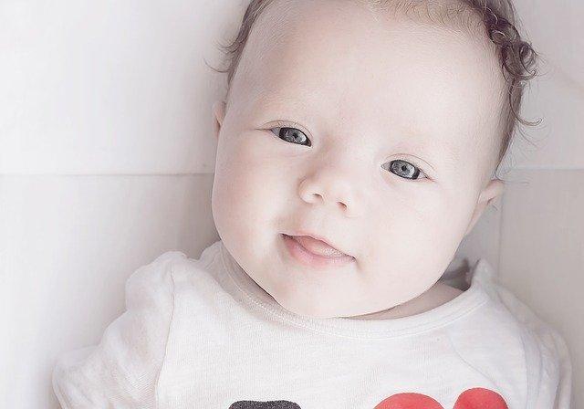 kolor oczu niemowlaka